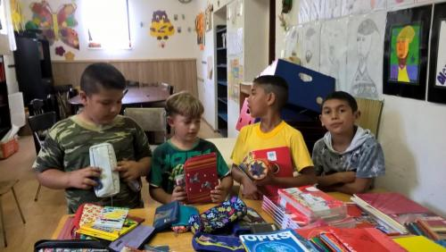 Zbierka skolskych pomocok romskyinstitut (4)