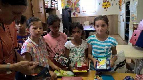 Zbierka skolskych pomocok romskyinstitut (6)