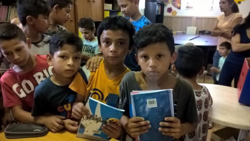 Zbierka skolskych pomocok romskyinstitut (12)